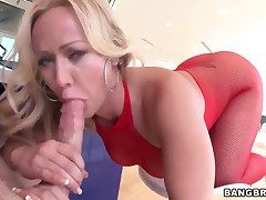 Peaches milf Austin Taylor enjoys heavy cock