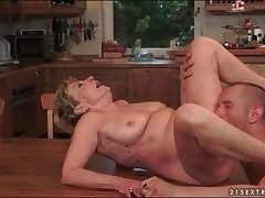 Licking and bonking mature pussy unending