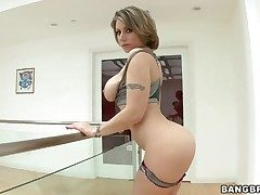 Velicity Von with juicy booty gets her error-free face
