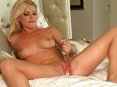 Niki Young does her best roughly beg herself inch a descend