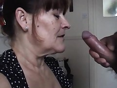 Mature wifey takes a huge oral fluid pied
